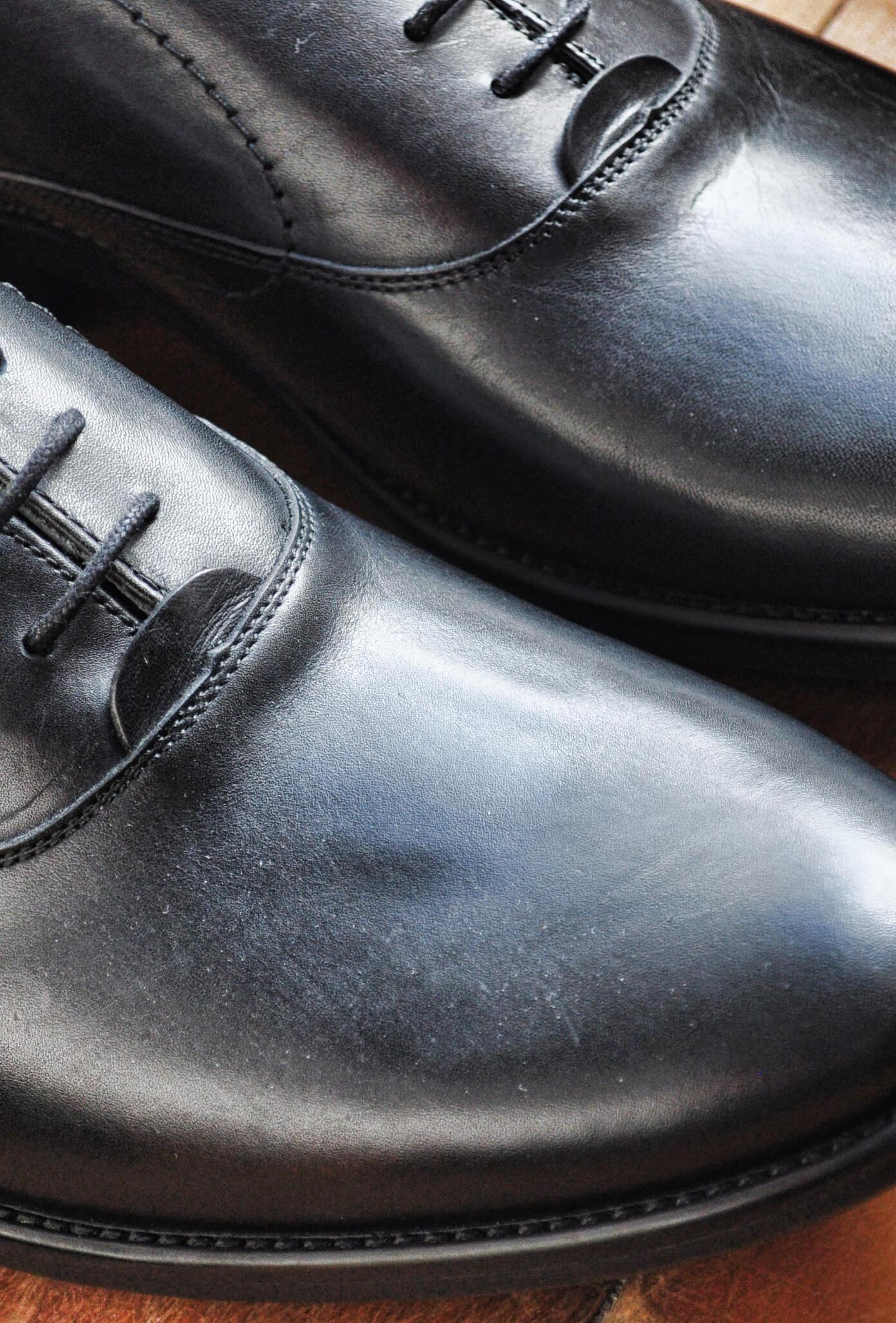 Close sur une paire de chaussure en cuir